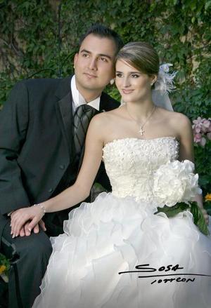 C.P. Enrique García Murra y Srita. Doralicia Valdés contrejeron matrimonio religioso en la parroquia de San Pedro Apóstol el sábado 25 de septiembre de 2004
