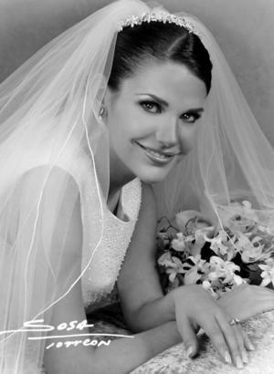 Srita. Gabriela Del Bosque Dávalos unió su vida en el Sacramento del matrimonio a la del Ing. Rogelio Barrios Hinojosa