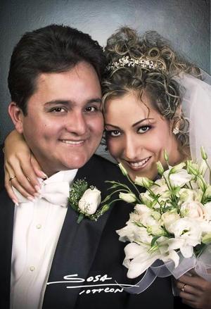Ing. Román Horacio Ayala Valdez y Srita. Ana Luisa Pérez recibieron la bendición nupcial en el templo El Pueblito de Gómez Palacio Dgo., el sábado 16 de octubre de 2004.