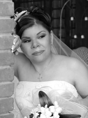 Srita. Gabriela Esther Campero Macías unió su vida en ceremonia religiosa a la del L.I.N. Juan Rubén Salas Tapia, celebrándose posteriormente una recepción en la Hacienda San Fernanado en Ciudad Lerdo, Dgo.