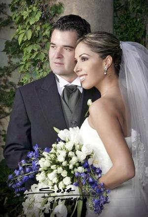 Sr. Mauricio Abéniz Múzquiz y Srita. Alejandra Castañeda Rojas contrajeron matrimonio religioso en la parroquia Los Ángeles el sábado 11 de septiembre de 2004.