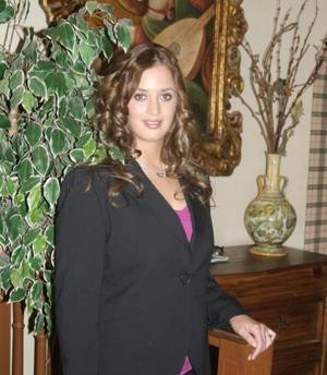 Cristina Villarreal Vargas disfrutó de una despedida de soltera que le ofreció un grupo de amistades.
