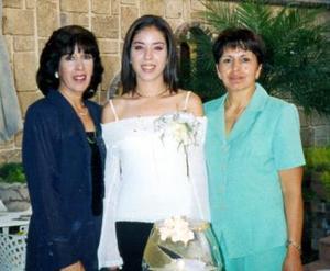 Mary Carmen Alatorre Saracho en compañía de Celia María Saracho Pérez y Juana Flores de Becerra.