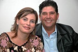 <u><i> 16 de noviembre de 2004</u></i><p> Mauricio Treviño y Maribel de Treviño.
