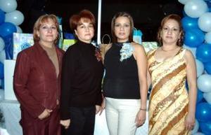 Flor Monsiváis de Romero disfrutó de una fiesta de canastilla que le organizó su mamá Blanca Hernández