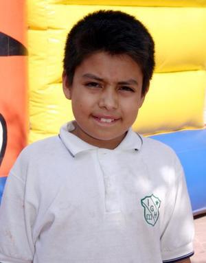Arturo Aguilera Leaños, captado en el festejo pos su décimo cumpleaños.