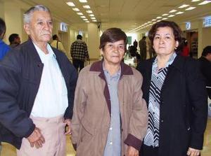 <u><i> 15 de noviembre de 2004</u></i><p> Nicolás Soto, María de Jesús Campos y María Elena Soto, viajaron a Los Ángeles, Ca.