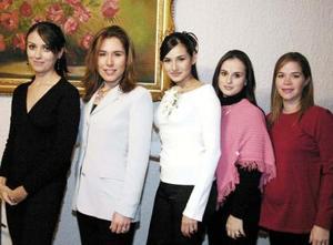 <u><i> 15 de noviembre de 2004</u></i><p> Montserrat Galicia GOnzález con sus amigas Adriana, berenice, Katy y Sofía de Ortuño.