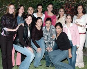 Alma Huguette de Alba Castilla junto a sus amigas Natalie, Anny, Valeria, Usua, Vanessa, Sambra, Cristy, Adriana, Elena Karina y Meche en su despedida de soltera