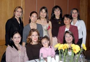 Miriam Gabriela  Cepeda recibió felicitaciones en su fiesta prenupcial.