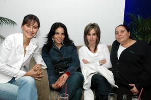 <u><i> 16 de noviembre de 2004</u></i><p>  Verónica de González, Esther de González, Eva de Aguilera y María Cristina de Saldaña.