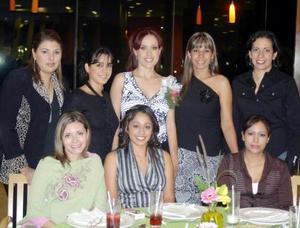 Marina González López recibió sinceras felicitaciones por su próxima boda