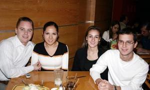 <u><i> 15 de noviembre de 2004</u></i><p> Michel Kok, Lizbeth Gallardo, Ana Carmen Mendoza y Diego Lorda.