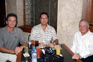 Salvador Gómez Jr., Juan Wong y Salvador Gómez.