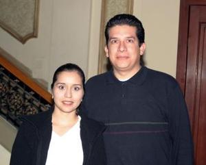 v Bertha Ayala de Cansino y Jesús Cansino.