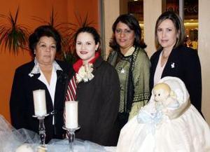 <u><i> 18 de noviembre de 2004</u></i><p> Irma Camacho de Sánchez en compañía de Josefina Morales, Alejandra Quirarte y Beatriz Acosta