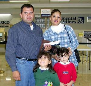 Álvaro Vásquez, Matia, Lizbeth, y Naima viajaron al DF