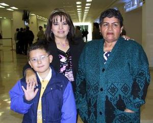 Guillermina Ávila, Ofelia Pérez y Mario Vallejo viajaron a Los Ángeles .