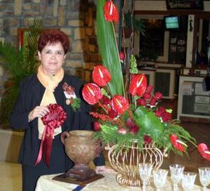 <u><i> 19 de noviembre de 2004</u></i><p> Elvira Sapien Arredondo, presidenta del Club de Jardinería Margarita.