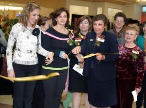 Ante una nutrida asistencia se efectuó la inauguración de la exposición floral estándar Sueños de Navidad