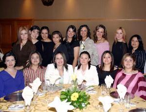 <u><i> 18 de noviembre de 2004</u></i><p>  Familiares y amigas de Alejandra Artea