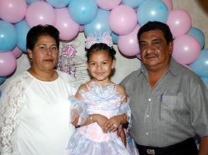<u><i> 19 de noviembre de 2004</u></i><p>  V-Montserrat Reyes Sierra disfrutó de una fiesta de cumpleaños