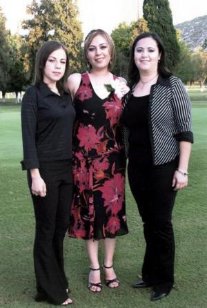 Grace Reyes junto a sus hermanas Irene y Karla
