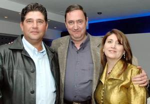 <u><i> 20 de noviembre de 2004</u></i><p> Ramiro Ayala, Mónica y Mauricio Treviño