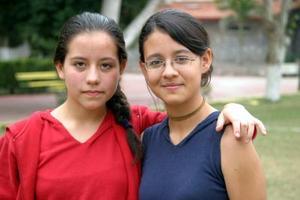 Andrea Saldaña y Yolanda Garay 2.