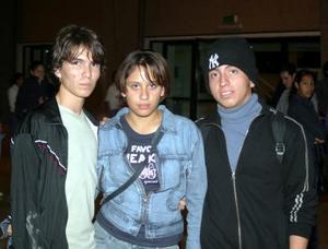 Joshua Aguirre, Daniela Soto y Alejandro Galvez.