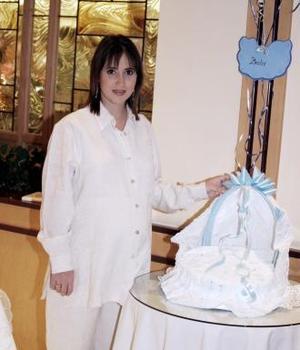 <u><i> 20 de noviembre de 2004</u></i><p> Ileana Gutiérrez de Villarreal espera el nacimiento de su segundo bebé