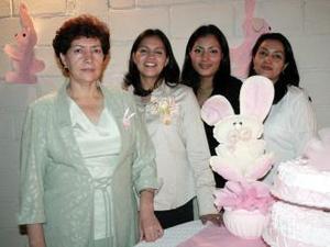 <u><i> 21 de noviembre de 2004</u></i><p> D-Blanca Carmona de Levanant en compañía de Andrea Macías de Carmona, Edith Carmona y Ana Luisa Carmona