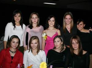 Iraida Anaya  Treviño disfrutó con sus amistades una agradable despedida de soltera