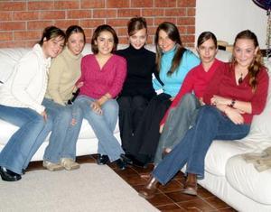 <u><i> 20 de noviembre de 2004</u></i><p>  Gaby del Bosque de Barrios con sus amigas Adriana Alarcón, Mariana Alarcón, Irma Eugenia Gómezm Meche Romo, Ale Aguilar y An Patricia Madero