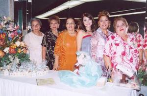 Silvia Denice Leal Romo el día de su despedida de soltera con familiares