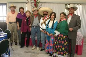Poncho y Chelo Macías, José y Licha Villarreal, Cándido y Ana Tere García y Angélica Castro