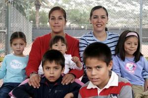 María José Estrada, María Elena de Gamero, Verónica de Estrada, Daniela Estrada, José, Luis  Alberto y Ana Sofía Gamero