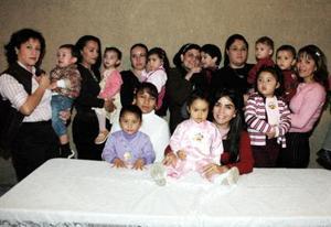<u><i> 21 de noviembre de 2004</u></i><p> Adriana Jiménez Contreras cumplió dos años de vida y su mamá, Iveth Jiménez Contreras, le preparó una fiesta