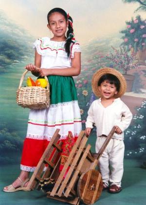 El pequeño Arat Canales Medina celebró su  segundo cumpleaños acompañado de su hermana Jazmín