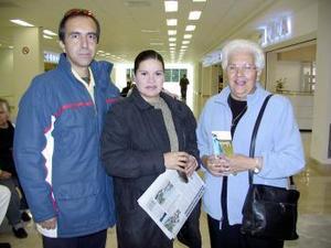 <u><i> 20 de noviembre de 2004</u></i><p> Carmen Caballero y Salvador Sandoval viajaron al DF fueron despedidos por Maru Sandoval