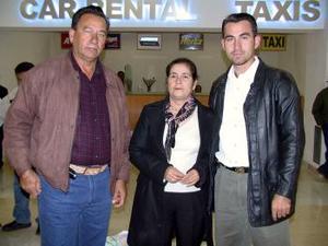 <u><i>21 de noviembre de 2004</u></i><p>  Efrén Guerrero y Paula Félix viajaron a Tijuana y los despidió Mauricio
