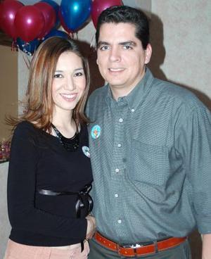 Diana Mendez acompañada de su novio el dia de cumpleaños.