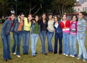 Karime Babin Abdo acompañada el día de su cumpleaños por un grupo de amistades