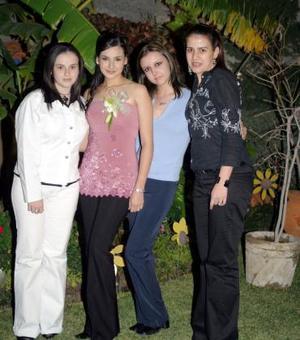 <u><i> 23 de noviembre de 2004</u></i><p> Monsterrat Galicia GOnzález acompañada por sus amigos en la despedida de soltera que le ofrecieron por su próxima boda con Omar Jalife Medrano.