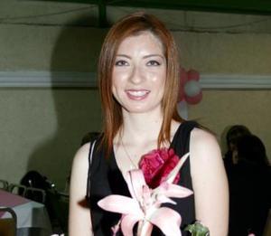 Lidia Cervantes Peña fue homenajeada por su cercano matrimonio