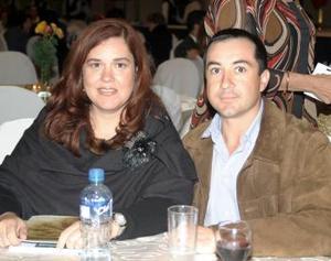<u><i> 23 de noviembre de 2004</u></i><p> Mayra  y Jose Cordero
