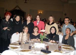 <u><i> 23 de noviembre de 2004</u></i><p> Eunice Reyes, Mónica Silveyra, Marcela de la Torre, Paty Zúñiga, Lety Casale, Martha Orduña, Gaby Faya, Rosario de Ramos, Karen Ramos y Elías Kuri.