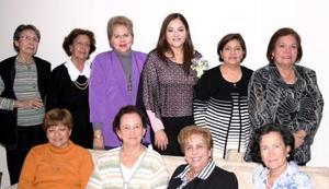 Ivonne Alanis Escajeda disfrutó de una divertida despedida de soltera en compañía de amistades y familiares.