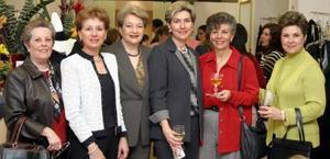 <u><i> 24 de noviembre de 2004</u></i><p> Tete Sirgo de Ruenes, Nene de Garza, Mirita de Breede, Blanca de Bernal, Bárbara de López y María Rosa de Bremer, en pasado acontecimiento.