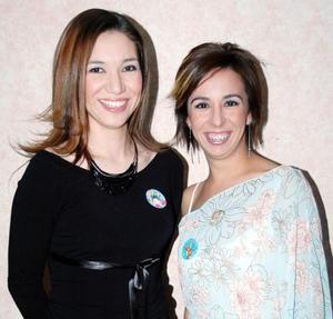 Diana Méndez y Susana Lazarín recibieron felicitaciones en la fiesta de cumpleaños que les organizaron unos amigos.